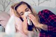 canvas print picture - Eine Frau liegt erkältet im Bett