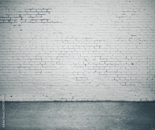 Montage in der Fensternische Amsterdam Gray brick wall