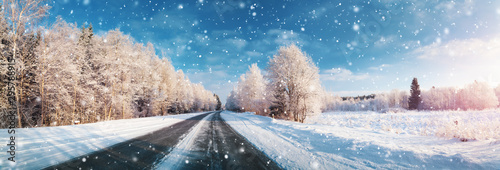 Foto op Canvas Blauwe hemel winter road, covered with snow on sunny day
