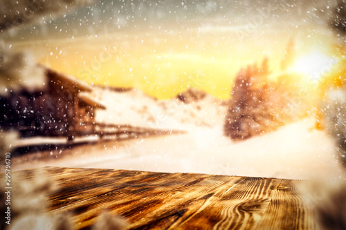 Montage in der Fensternische Gelb Schwefelsäure Winter background of free space for your decoration and christmas time