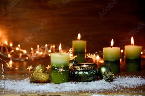 Pinturas sobre lienzo  Weihnachtsdekoration mit grünen Kerzen - Adventskerzen vierter Advent