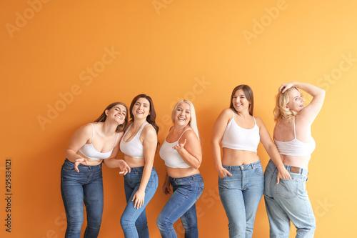 Fotografía  Group of body positive women on color background
