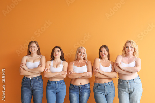 Pinturas sobre lienzo  Group of body positive women on color background