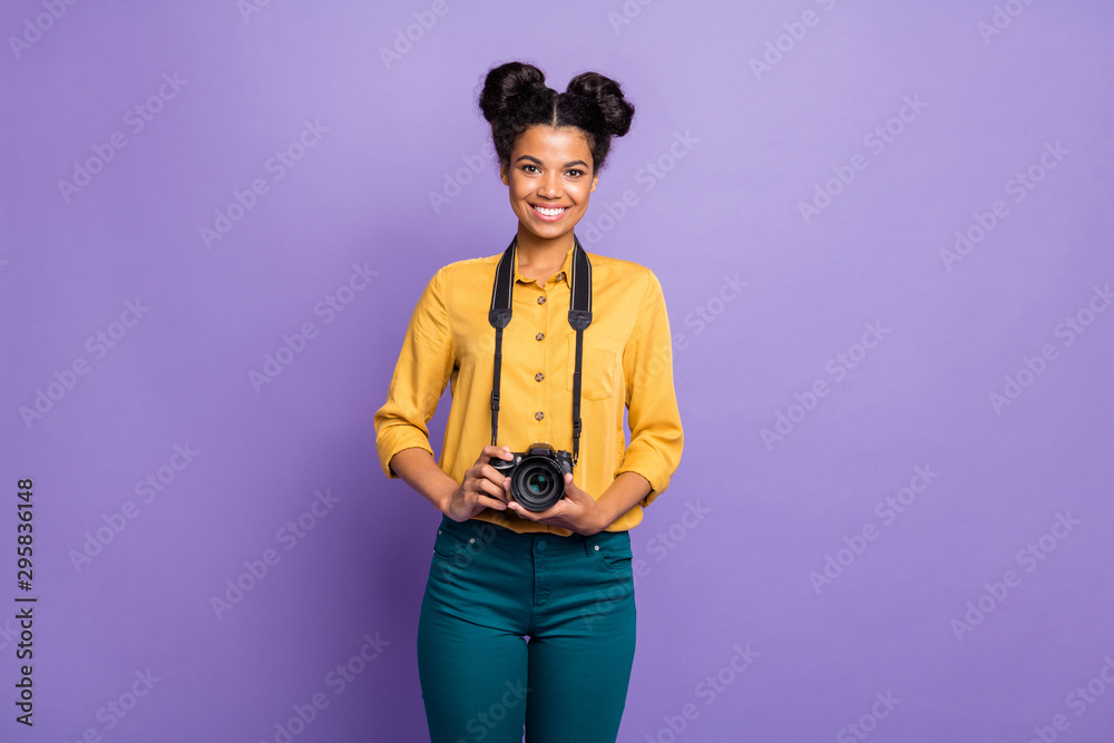 Fototapety, obrazy: Photo of amazing dark skin lady holding photo digicam in hands positive cheerful mood photographer wear yellow shirt trousers isolated purple color background