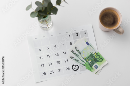 Montage in der Fensternische Amsterdam shopping, sale and marketing concept - black friday date on calendar, money and cup of coffee
