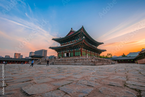 Photo sur Aluminium Seoul Geunjeongjeon, the Throne Hall at the Gyeongbokgung Palace, the main royal palace of the Joseon dynasty on Jun 19, 2019 in Seoul city, South Korea