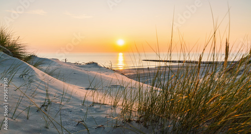 Poster de jardin Plage Sunset at the Baltic Sea Beach