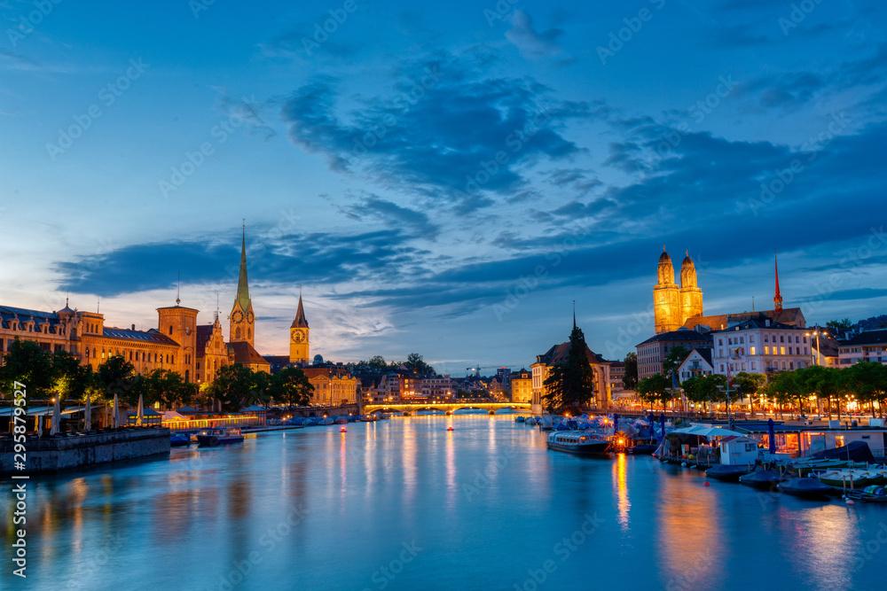 Fototapeta Zurich downtown skyline with Fraumunster and Grossmunster churches at lake zurich at night, Switzerland.