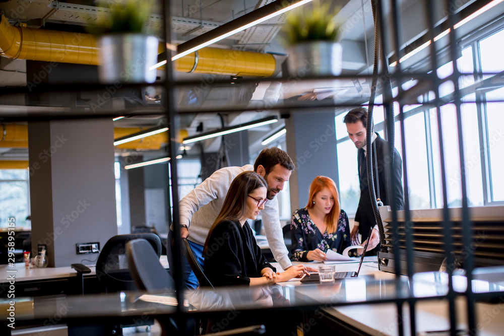 Fototapeta Business people in the modern office