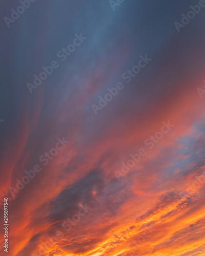 Fotografia  Dramatic fiery sky sunset cloudscape at dusk
