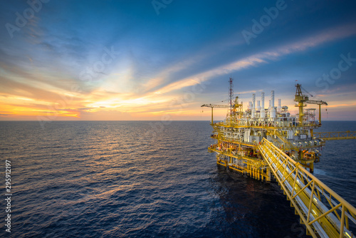 Fototapeta Offshore oil and gas rig platform with beautiful sky in the gulf of Thailand. obraz