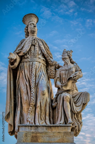 statue von andrea memmo am prato della valle in padua, italien