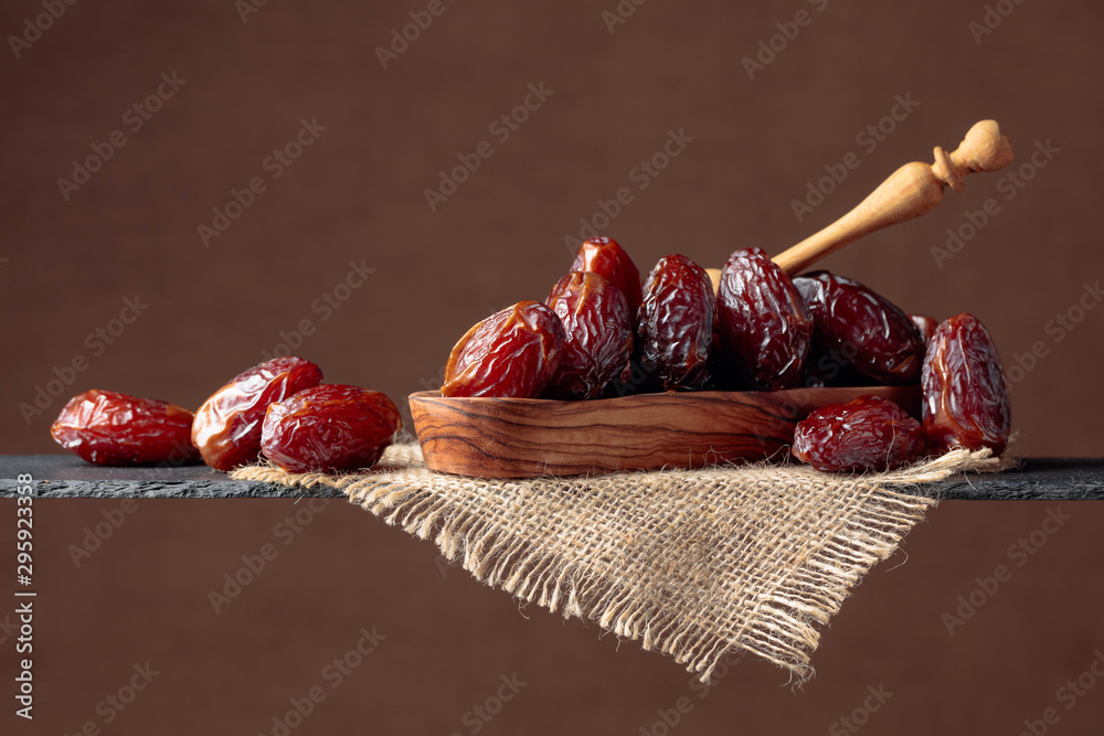 Fototapety, obrazy:  Closeup sweet dried dates in wooden dish.