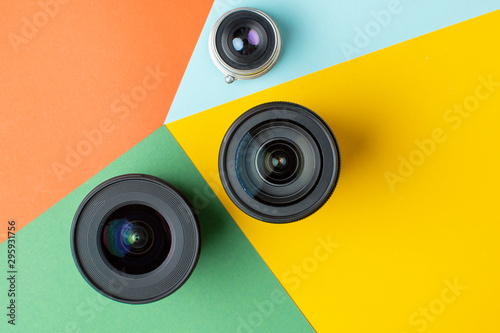 Fotografía  three photo lenses, on a colored background, a set of photo devices for the came