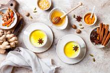 Turmeric Golden Milk Latte Wit...
