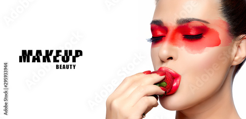 Fotografiet  Serene beauty with bright makeup, red manicure and lipstick
