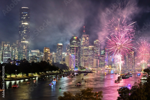 Photo sur Toile Aubergine Brisbane Riverfire fireworks display 2019 looking towards the CBD