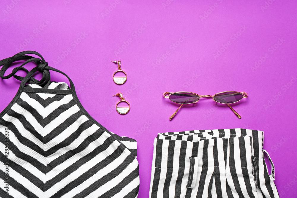 Leinwandbild Motiv - Pixel-Shot : Modern female look with stylish accessories on color background