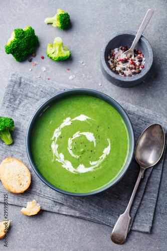 Obraz na plátně  Broccoli, spinach cream soup in a bowl. Top view.