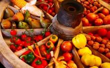 Obst Und Gemüse In Einem Holz.
