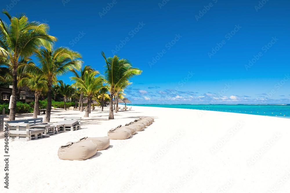 Fototapeta Tropical scenery - beautiful beach with blue ocean and clear sky of Mauritius island