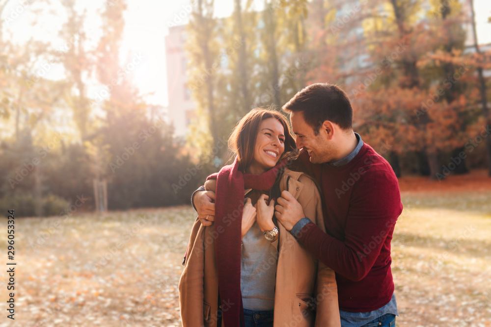Fototapety, obrazy: Couple on autumn walk