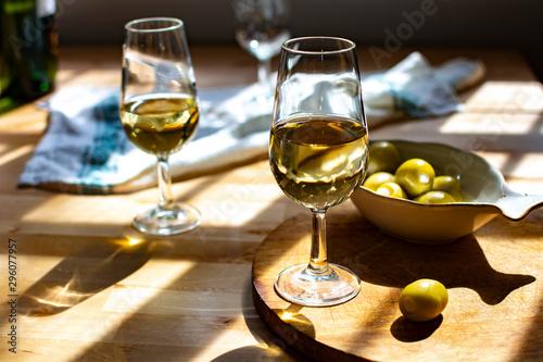Fotomural Sherry wine tasting, dry fino, manzanilla or palomino jerez fortified wine in gl