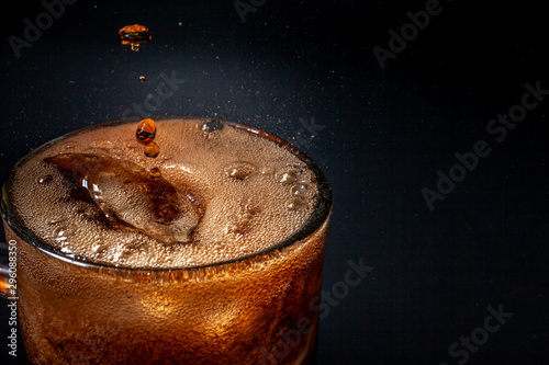 Fizz sparkling Cola water Refreshing bubbly Soda Pop with Ice Cubes Fototapet