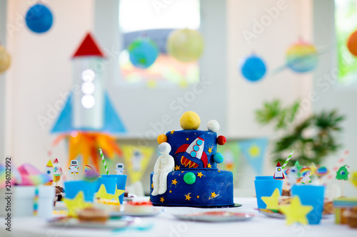 Urodziny dla dzieci z motywem ciasta.
