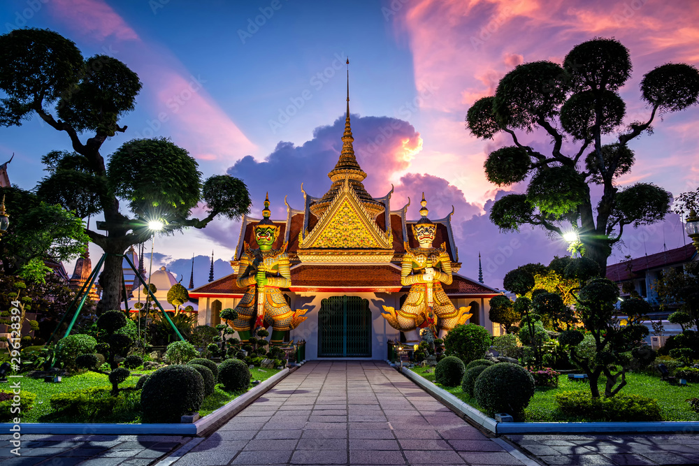 Fototapety, obrazy: Wat Arun Temple at sunset in bangkok Thailand. Wat Arun is a Buddhist temple in Bangkok Yai district of Bangkok, Thailand, Wat Arun is among the best known of Thailand's landmarks