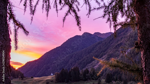 Foto auf Gartenposter Flieder alps mountains clouds autumn