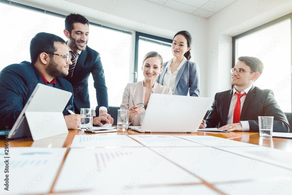 Leinwandbild Motiv - Kzenon : Team of office workers discussing business development