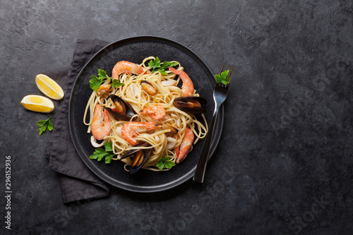 Fotografía Spaghetti seafood pasta with clams and prawns