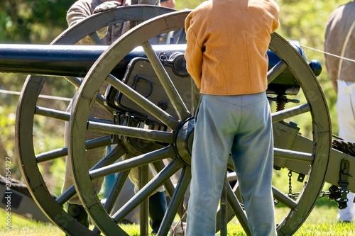 Obraz na plátně  American Civil war era cannon with men