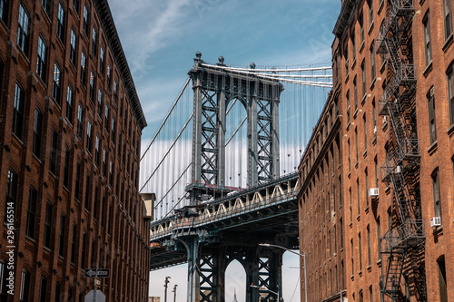 Spoed Fotobehang Brooklyn Bridge View of one of the towers of the Manhattan Bridge from the streets of the DUMBO district, Brooklyn, NYC