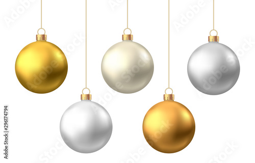 Fotomural  Realistic  gold, silver  Christmas  balls  isolated on white background
