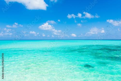 Fototapeta 美しい宮古島の海 Beautiful beach in Miyakojima Island, Okinawa. obraz