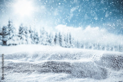 Fotomural  Blurred snowy winter background with shimmering snow.