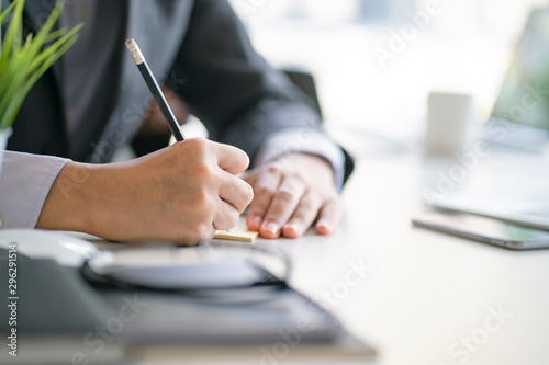 Fotomural  Close up of business man working at office