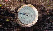 Horizontal Garden Sundial Top Down