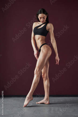 Photo Demonstrating hot body. Pretty young woman posing in the room