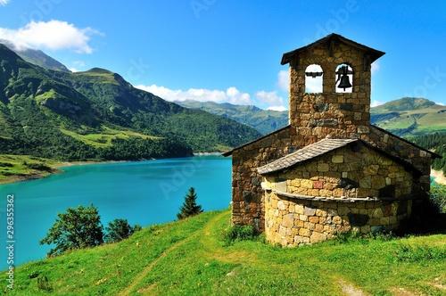 Fototapeta Chapelle de Roselend, près du lac, Savoie, France
