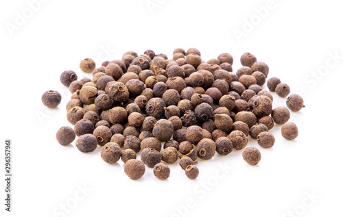 Fototapeta Allspice berries (also called Jamaican pepper or newspice) over white background. obraz