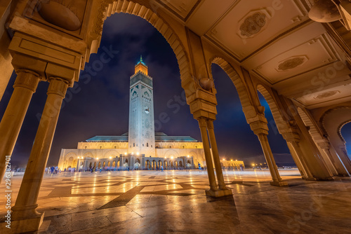 Staande foto Marokko The Hassan II Mosque is a mosque in Casablanca, Morocco. It is the largest mosque in Africa, and the 3rd largest in the world.