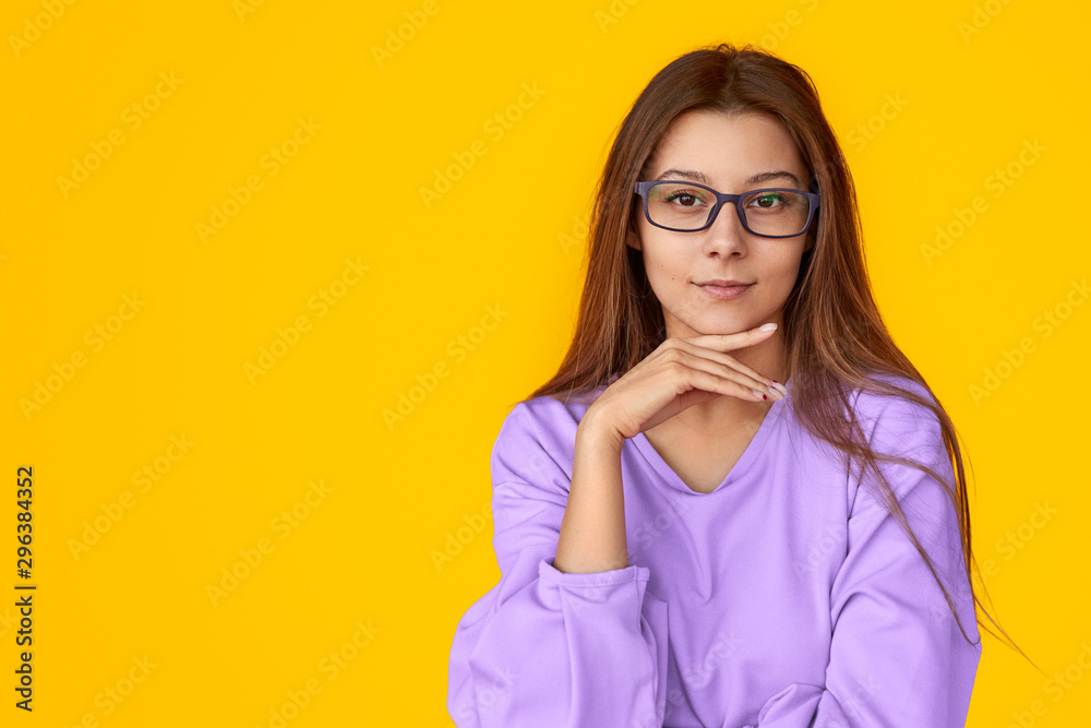 Fototapety, obrazy: Smart lady looking at camera