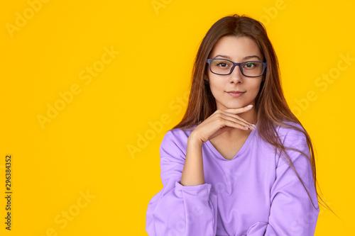 Fotomural  Smart lady looking at camera