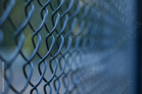 Chicken wire fence with short depth of field Tablou Canvas