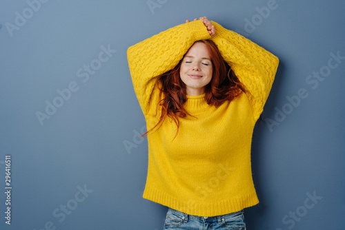 Foto Satisfied young woman relaxing with closed eyes
