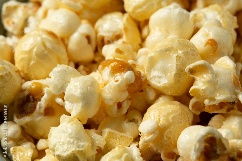 Fototapety, obrazy: popcorn on the wooden table.