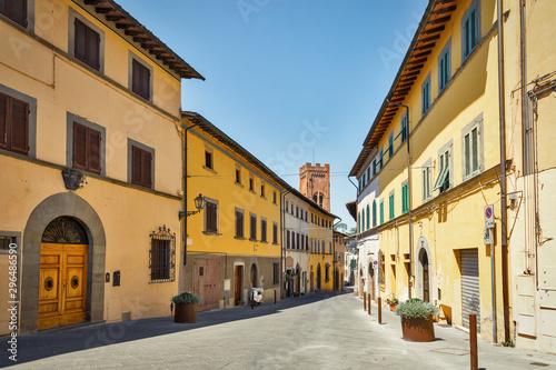 Montopoli in Val d'Arno narrow street architecture Canvas-taulu